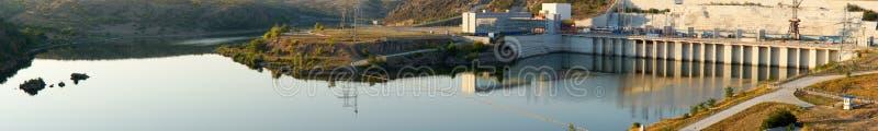 Panorama van een dam en een muur royalty-vrije stock foto