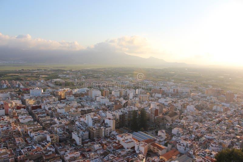Panorama van een kleine Spaanse stad Cullera, Spanje royalty-vrije stock afbeeldingen