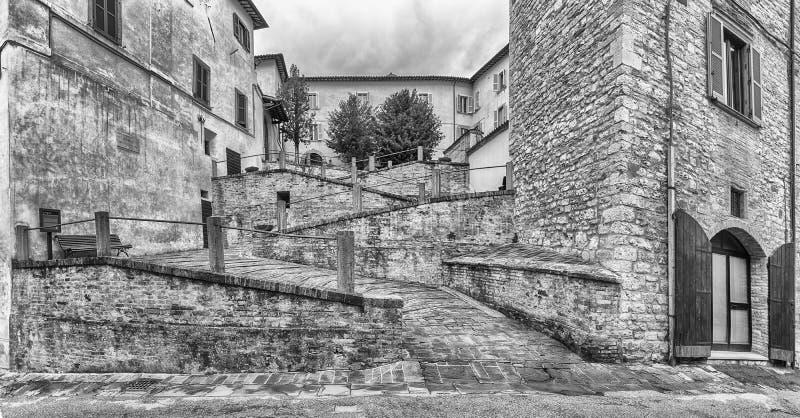Panorama van een toneelhelling in Gubbio, Umbrië, Italië stock afbeeldingen