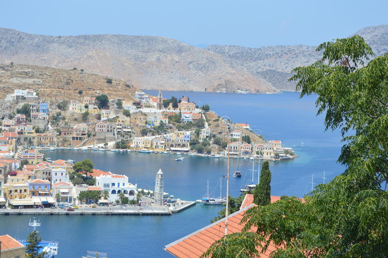 Panorama van Eiland Simy in Griekenland rhodos stock afbeelding