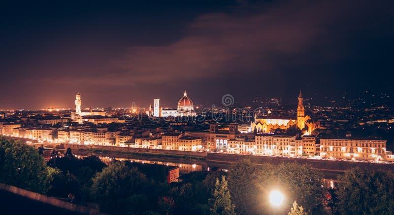 Panorama van Florence bij nacht met Palazzo Vecchio en Florence Cathedral van Michelangelo Square stock foto