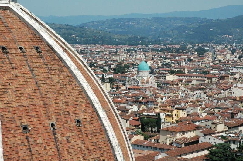 Panorama van Florence van hierboven in zonlicht, Italië Basiliekdi Santa Maria del Fiore in de voorgrond Het is één van royalty-vrije stock afbeelding