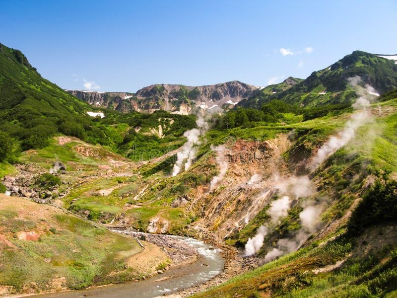 Panorama van Geisersvallei in het schiereiland Rusland van Kamchatka stock afbeelding