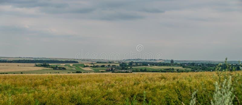 Panorama van geplante gebieden in het Oekraïense dorp stock afbeelding