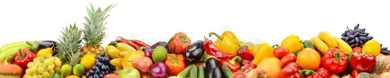 Panorama van gezonde die groenten en vruchten op witte rug worden geïsoleerd stock afbeelding