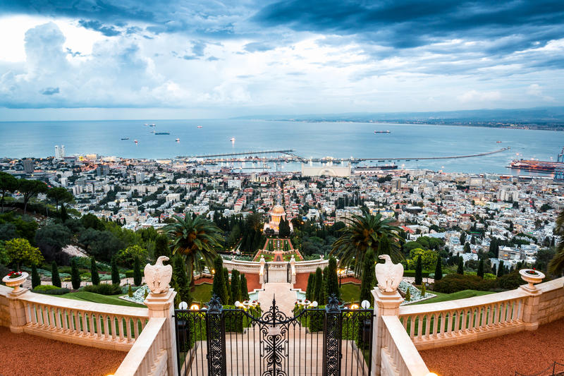 Panorama van Haifa - haven en Bahai-tuin, Israël stock afbeeldingen