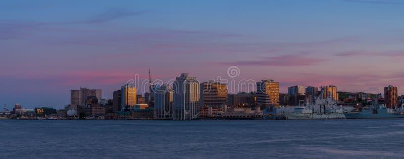 Panorama van Halifax Nova Scotia bij zonsondergang royalty-vrije stock afbeelding