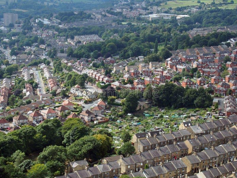 Panorama van Halifax in West-Yorkshire met terrasvormige straten stock foto