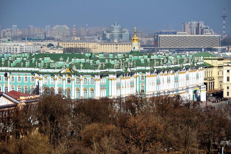 Panorama van heilige-Petersburg, de Winterpaleis en Kluismuseum - vogelperspectief stock foto's