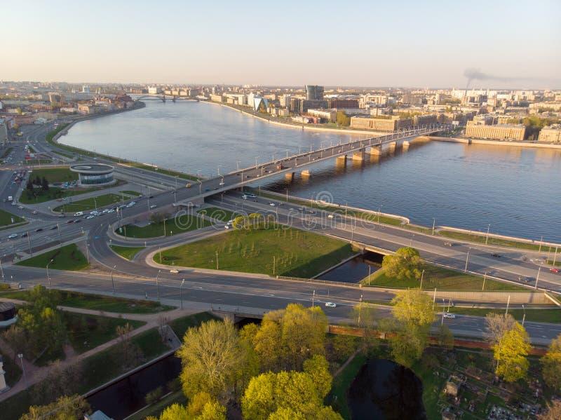 Panorama van Heilige Petersburg Rusland Stadscentrum Alexander Nevsky Bridge De rivier van Neva Alexander Nevsky Square Architect stock foto's