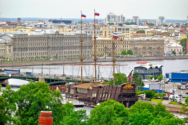 Panorama van Heilige Petersburg, Rusland van een hoogte met stock foto