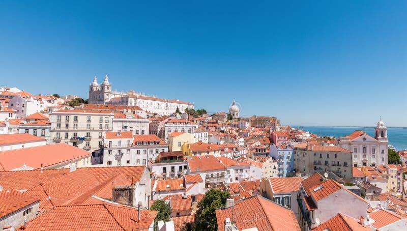 Panorama van het Alfama-district in Lissabon royalty-vrije stock foto