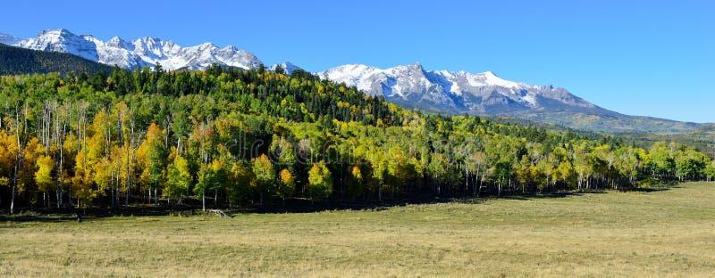 Panorama van het alpiene landschap van Colorado tijdens gebladerte royalty-vrije stock foto
