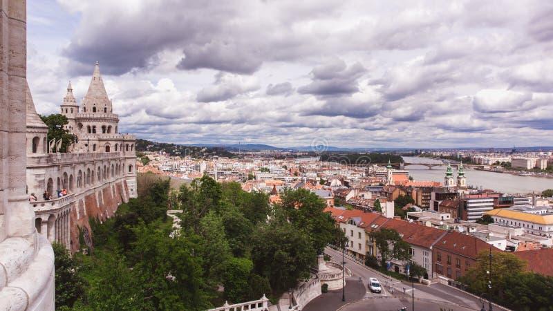 Panorama van het Bastion van de Visser in de stad van Boedapest, Hongarije stock fotografie