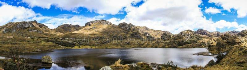 Panorama van het Cajas het Nationale Park, ten westen van Cuenca, Ecuador stock afbeeldingen