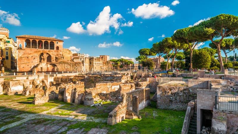 Panorama van het Forum van Trajan ` s in de zomer, Rome, Italië stock afbeelding