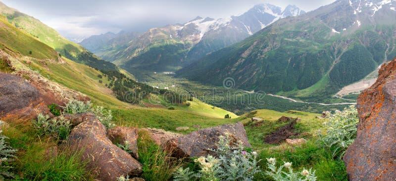 Panorama van het hooggebergte royalty-vrije stock afbeelding