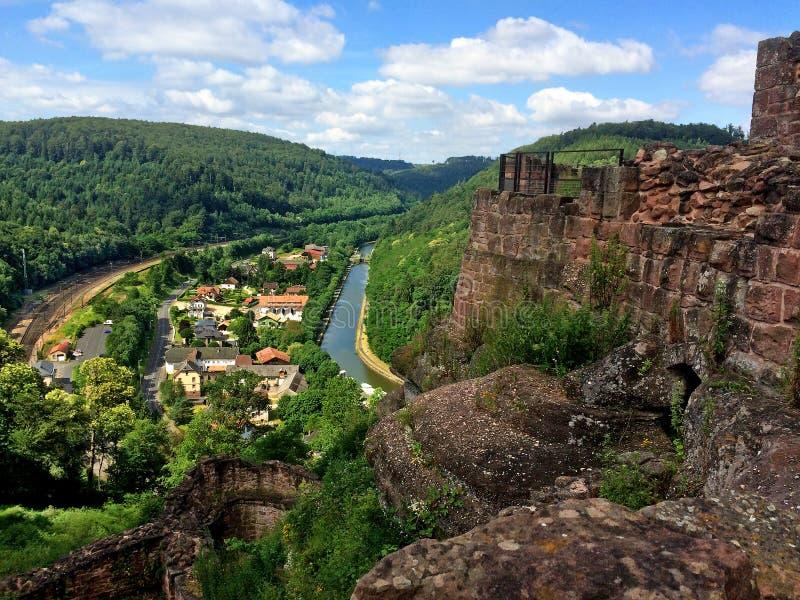 Panorama van het kasteel Lutzelbourg stock foto