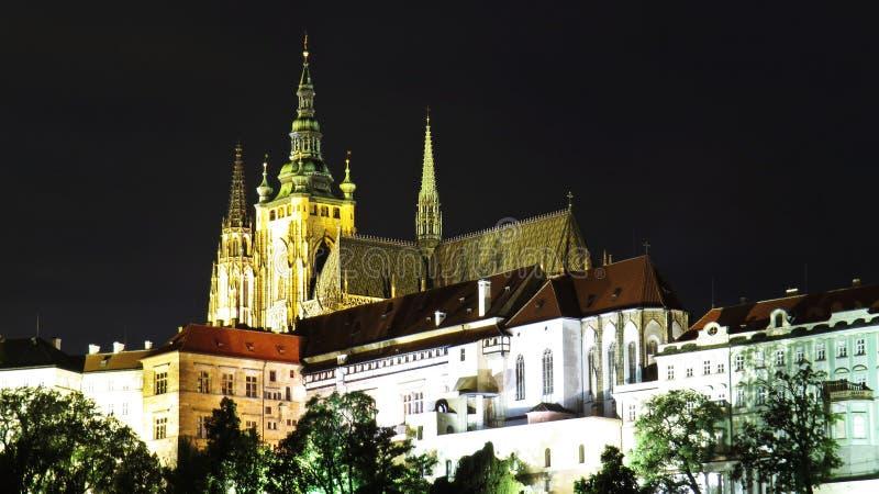 Panorama van het Oude Historische Kasteel van Praag tijdens Nacht, Hradcany, Tsjechische Republiek royalty-vrije stock afbeeldingen