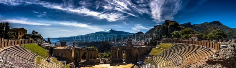 Panorama van het Oude Theater in Taormina, Sicilië royalty-vrije stock fotografie