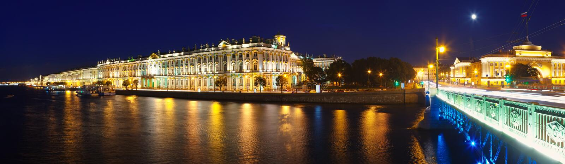 Panorama van het Paleis van de Winter in nacht royalty-vrije stock foto's