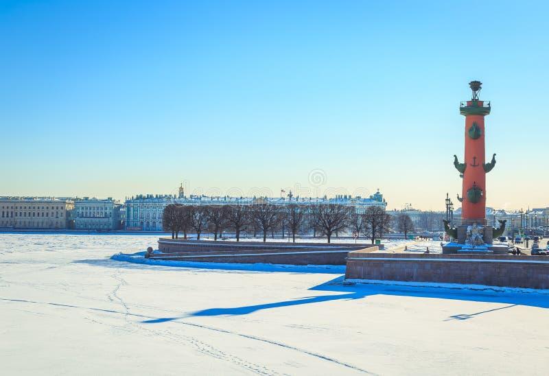 Panorama van het Spit van Vasilyevsky Island in St. Petersburg op de winter royalty-vrije stock fotografie