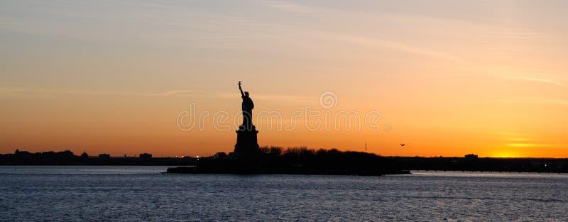 Panorama van het Standbeeld van Vrijheid, bij zonsondergang royalty-vrije stock afbeeldingen