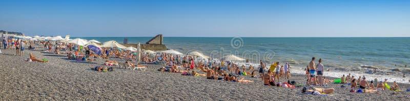 Panorama van het strand Phasotron Sotchi, Rusland stock afbeelding