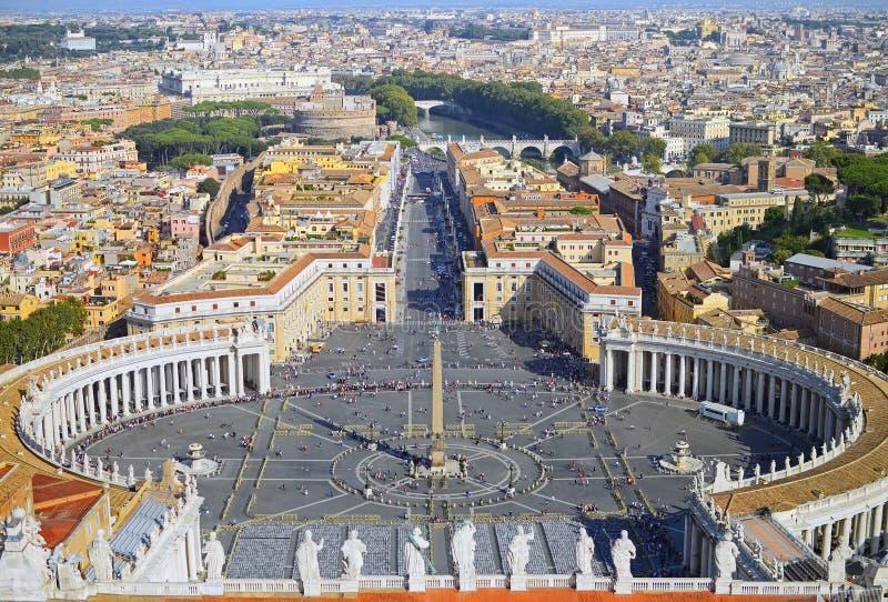 Panorama van het vierkant van heilige Peter in Vatikaan en luchtmening van de stad Rome royalty-vrije stock afbeeldingen