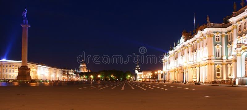 Panorama van het vierkant van het Paleis, St. Petersburg, Rusland royalty-vrije stock foto's