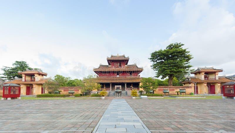 Panorama van Hien Lam Pavilion en 9 Dings stock foto