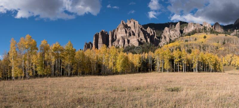 Panorama van Hoog Mesa Pinnacles stock foto's