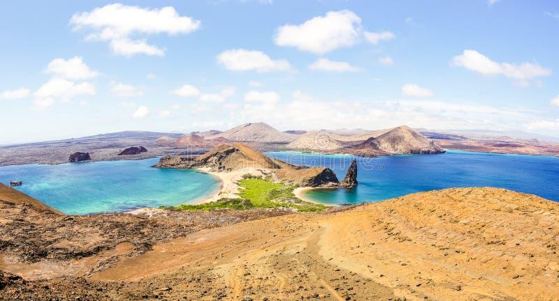 Panorama van Isla Bartolome bij de Eilandenarchipel van de Galapagos stock foto's