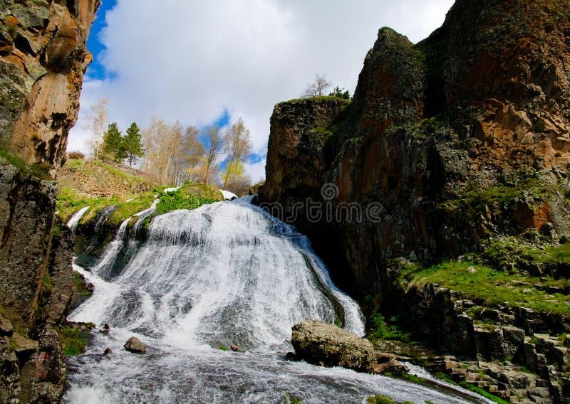 Panorama van Jermuk-waterval op ARPA-rivier, Armenië royalty-vrije stock fotografie