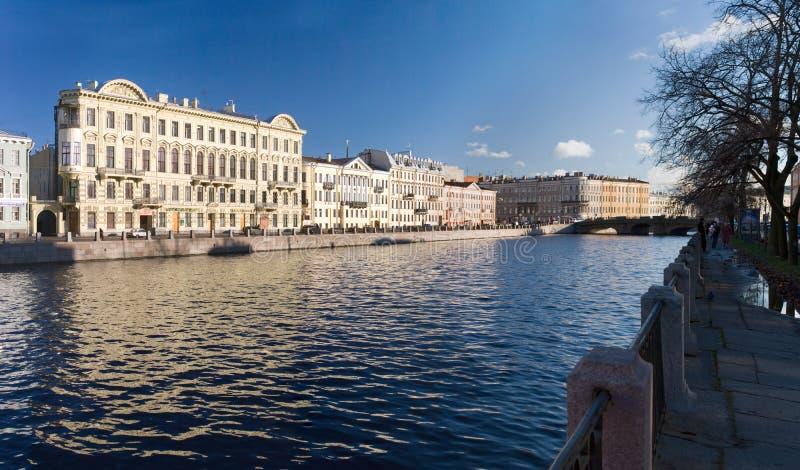 Panorama van kade van de rivier van Fontanka stock foto