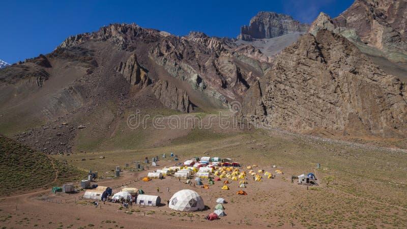 Panorama van Kamp Confluencia binnen het Provinciale Park van Aconcagua royalty-vrije stock fotografie