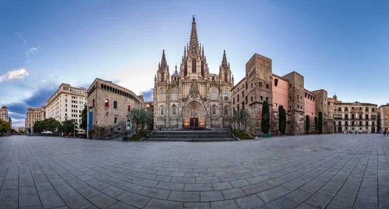 Panorama van Kathedraal van het Heilige Kruis en de Heilige Eulalia stock foto's