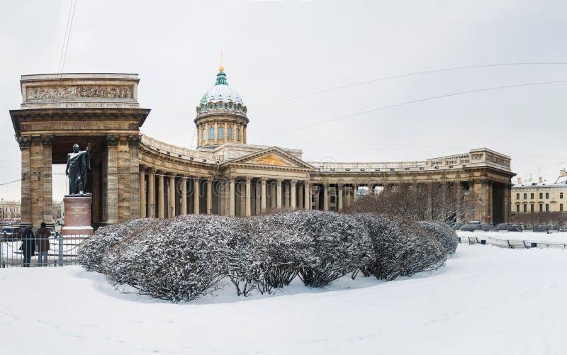 Panorama van Kazan Kathedraal in Heilige Petersburg, bij de winter stock fotografie