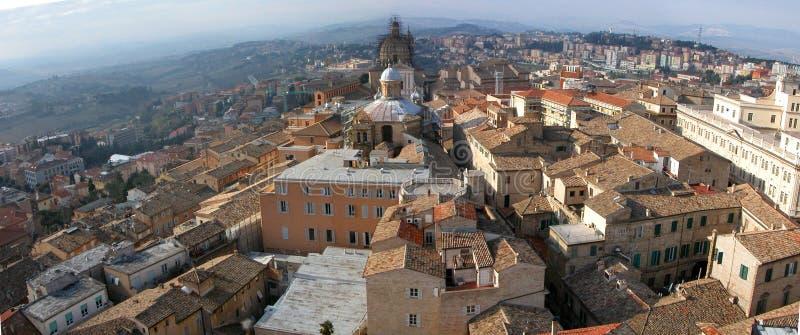 Panorama van kleine Italiaanse stad Macerata royalty-vrije stock afbeeldingen
