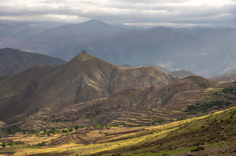 Panorama van kleurrijke vallei in Marokko de Hoge Atlas moun royalty-vrije stock afbeelding