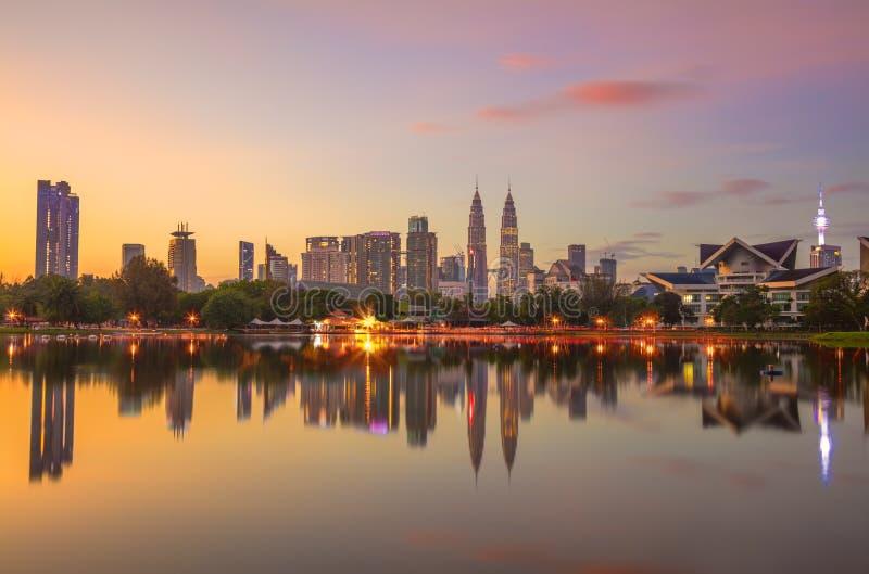 Panorama van Kuala Lumpur-stad bij ochtend, Maleisië stock foto's