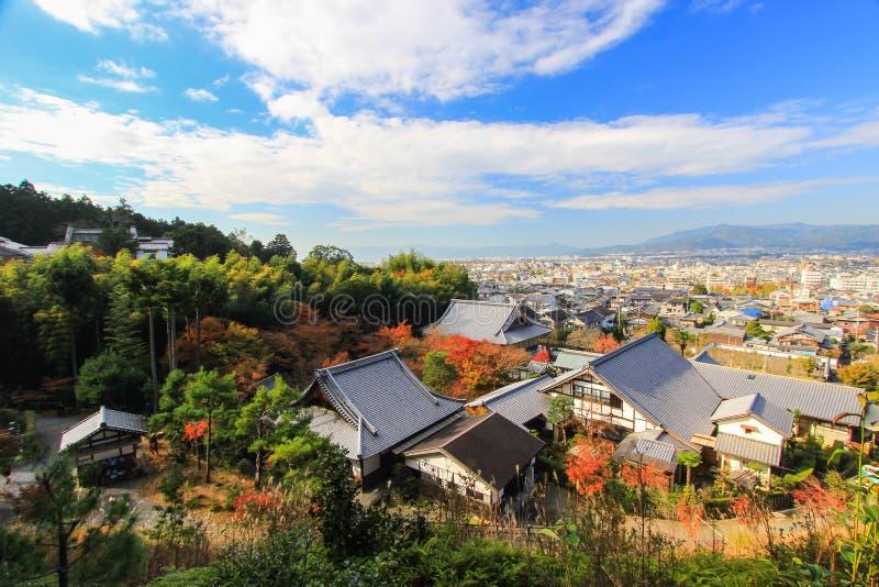 Panorama van Kyoto zoals die van Enkoji-Tempel wordt gezien stock foto's