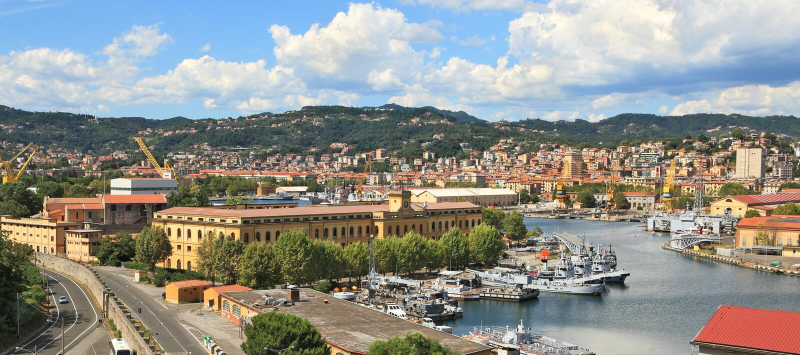 Panorama van La Spezia en zeebasis. royalty-vrije stock foto