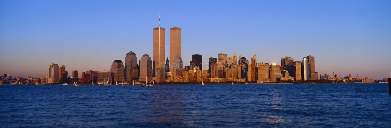 Panorama van lager Manhattan en Hudson River, de Stadshorizon van New York, NY met Wereldhandeltorens bij zonsondergang royalty-vrije stock afbeelding