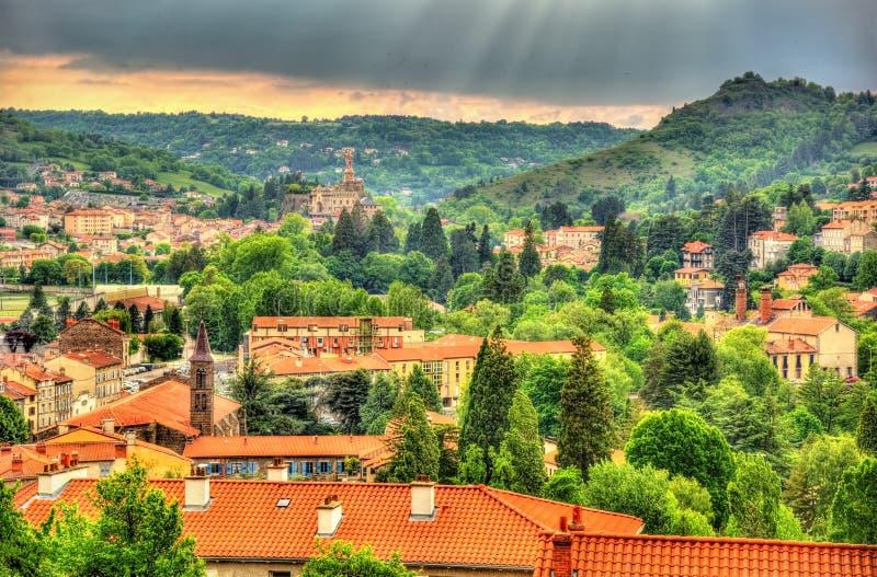 Panorama van Le Puy-en-Velay - Frankrijk stock foto