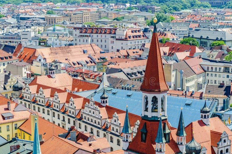 Panorama van München en de mening van de toren van het Oude Stadhuis, Beieren, Duitsland stock fotografie