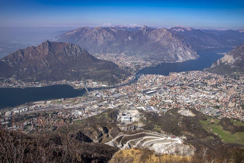 Panorama van Meer Como en Lecco-stad, Italië stock afbeelding