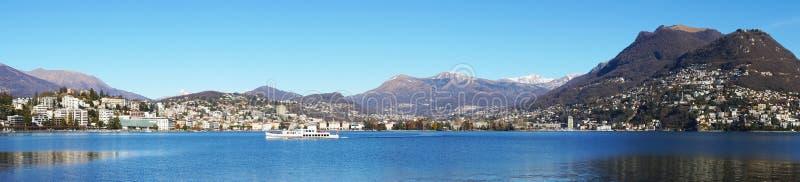 Panorama van Meer Lugano, Zwitserland, Europa stock foto's