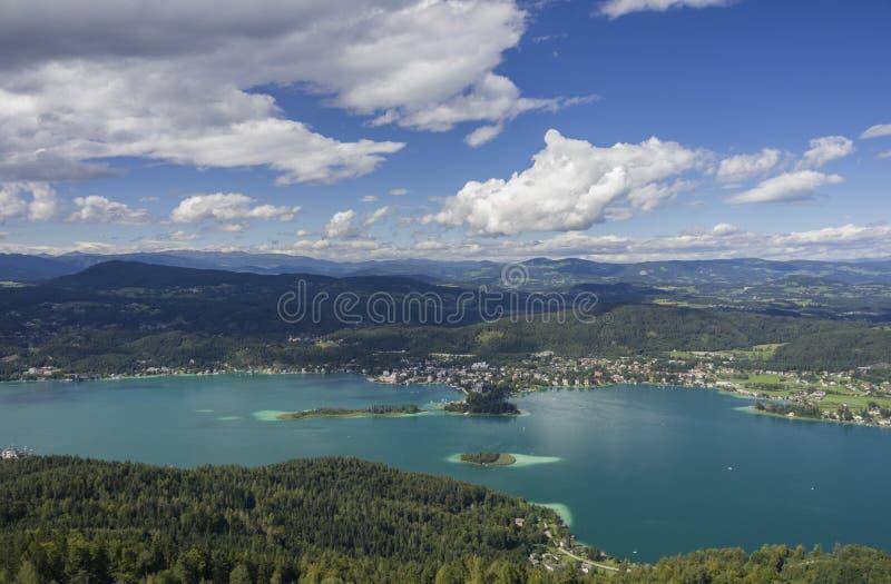 Panorama van Meer Worthersee royalty-vrije stock fotografie
