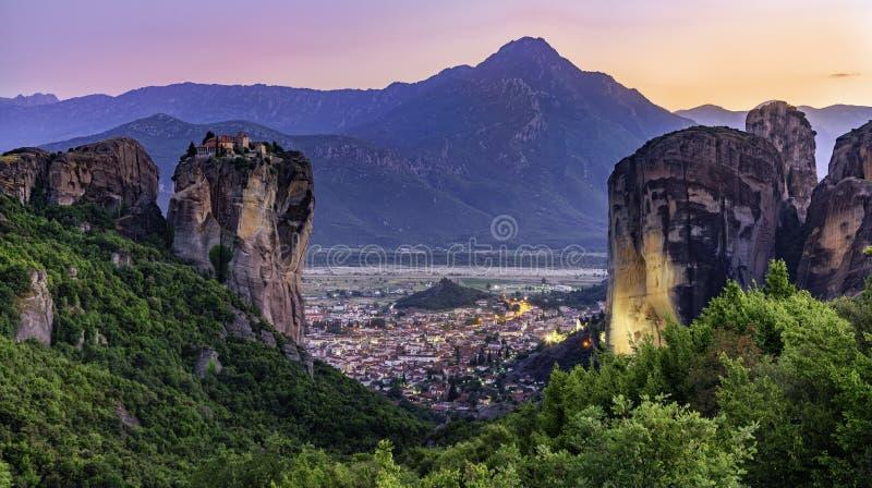 Panorama van Meteora in Griekenland stock afbeeldingen